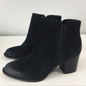 Sofft Wilton Black Oiled Cow suede booties Sz 9.5